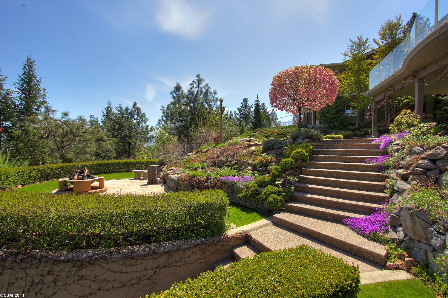 West Kelowna Estate-Yard