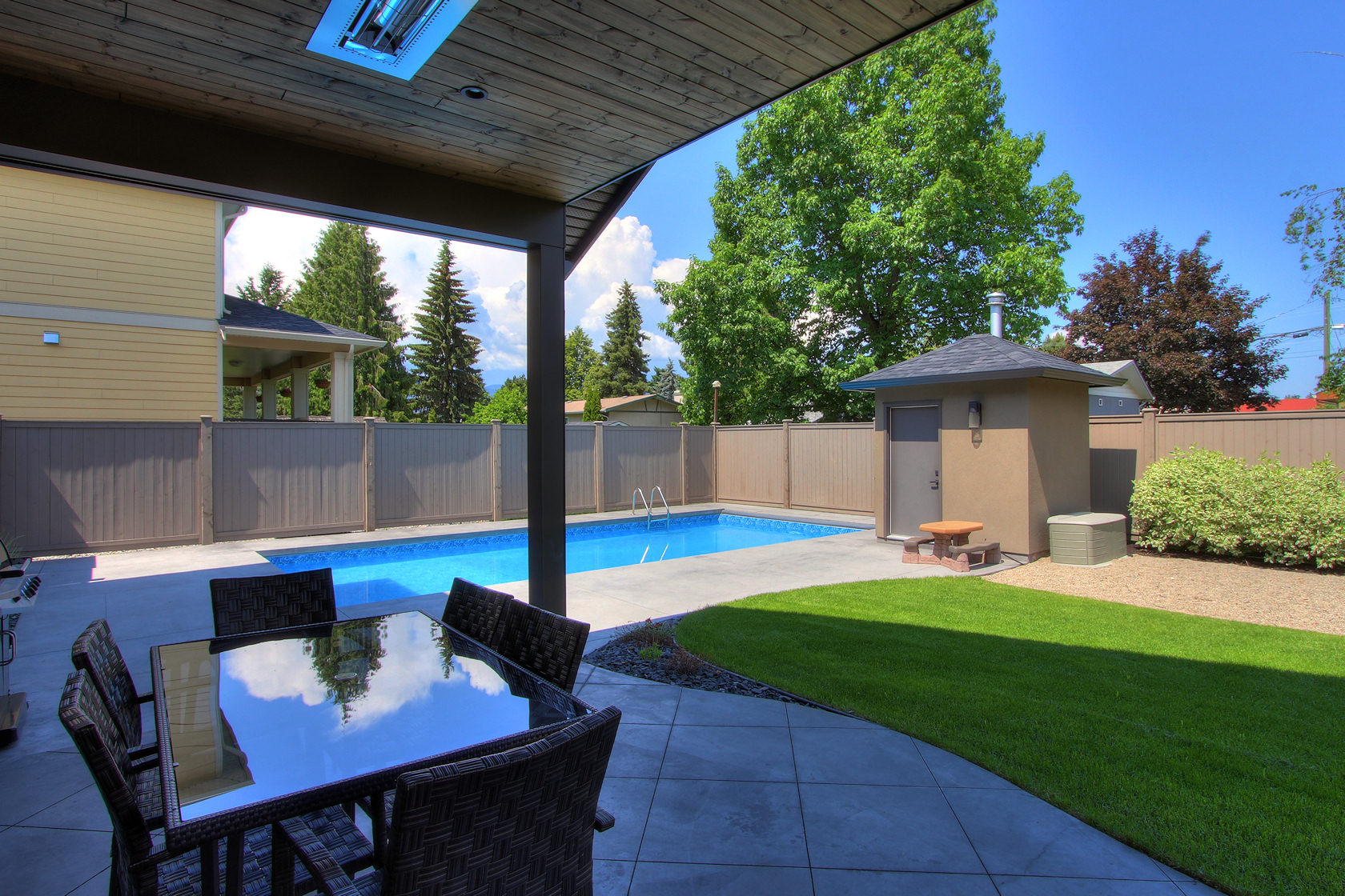 486 knowles kelowna near new home with pool for Pool design kelowna