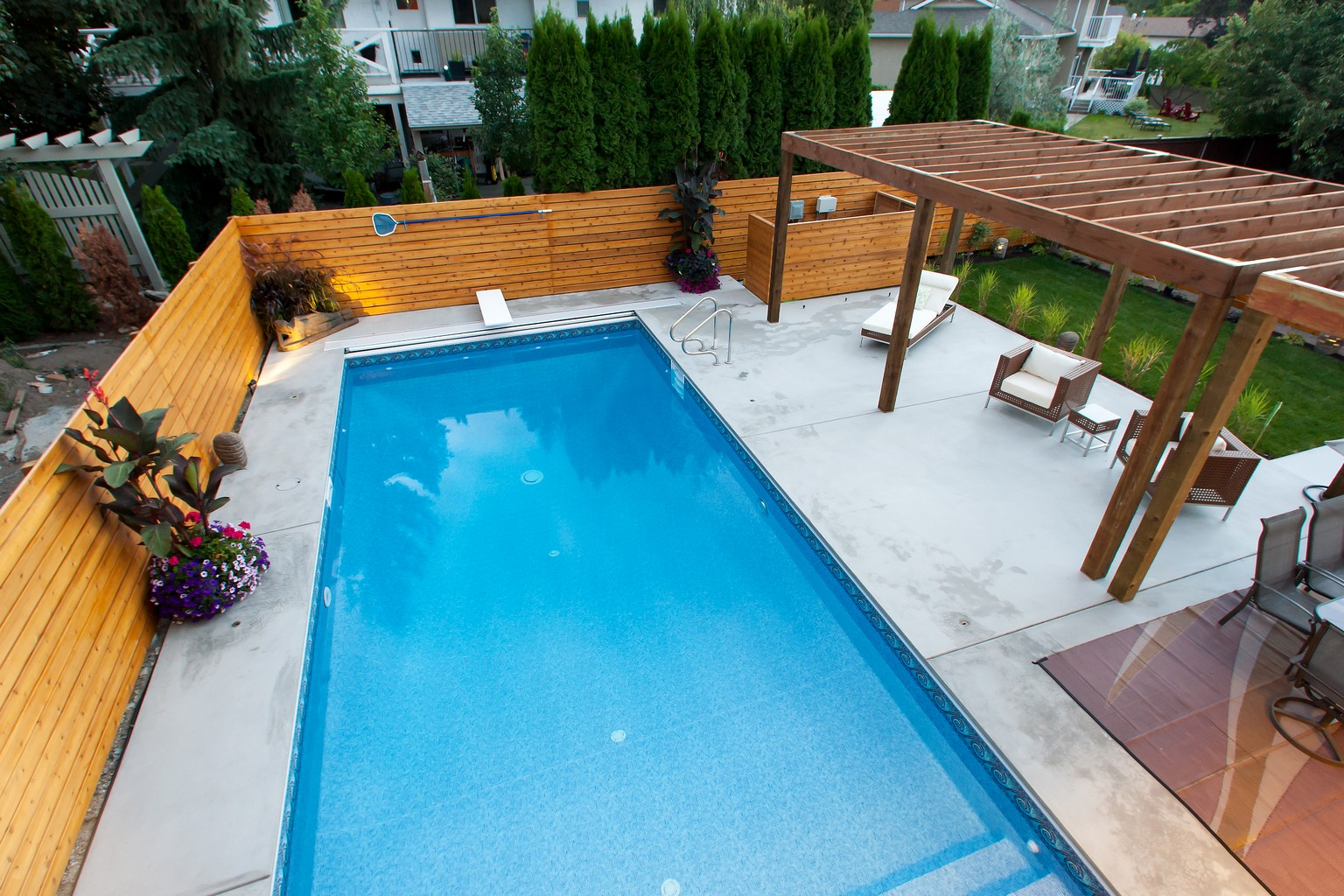 681 mcclure kelowna tommie award winner for Pool design kelowna