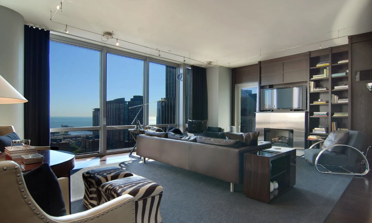 Downtown Chicago Luxury Apartment